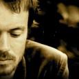 Sabato 28 luglio alla Cavea del Nuovo Teatro dell'Opera. Il cantautore irlandese in versione solo. Due album e un sound raffinato che lo hanno imposto a livello planetario.
