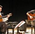 """Venerdì 24 agosto (ore 23) alla Spiaggia di Levante. Latin-jazz e oltre. Il duo chitarristico presenta l'album """"Painting with Strings"""". Ingresso gratuito."""