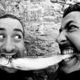 """Mercoledì 2 luglio, Anfiteatro delle Cascine, Firenze. Lo swing dissacrante del duo pisano accende la nuova stagione estiva. In primo piano l'album """"Vestiti leggeri"""". Biglietto 10 euro."""