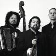 Sabato 6 aprile all'ExWide di Pisa. Dallo swing manouche alle atmosfere mediterranee e oltre: il viaggio in musica del quartetto toscano. Ospite il violinista Ruben Chaviano.