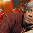 """Giovedì 8 agosto, Piazza Garibaldi, Massa Marittima. Il percussionista indiano presenta il nuovo album """"Spelbound"""" dedicato geniale trombettista. Biglietti 20/18 euro. Grey Cat Festival 2013."""