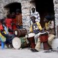 """Nato durante i viaggi del sassofonista in Senegal, il Progetto Dajaloo, che in lingua wolof significa """"essere simili"""", è creato da Pietro Tonolo insieme a un gruppo di percussionisti africani...."""
