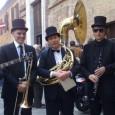 Giovedì 19 dicembre dalle 17,30 a Siena. Concerto itinerante per vie e piazze del centro. I Fab Four sotto la lente di una marching band. Gran finale in via Stalloreggi.