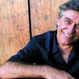 Le muse, la storia e la carriera di uno degli esponenti più autorevoli della world music. Presentazione del libro di Neri Pollastri. Con appendice live
