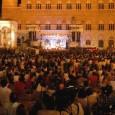 Mercoledì 31 dicembre, Piazza del Campo, Fortezza Medicea e altri luoghi. Dalle 18 artisti di strada e musica dal vivo. A pagamento: dj-set alla Fortezza, galà di danza ai Rinnovati.