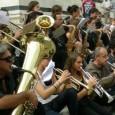 Sabato 25 luglio, Piazza Potente, Reggello (Fi). Incontro tra una banda di paese e un gruppo di musicisti aperto ai suoni del mondo. Con Ruben Chaviano al violino. Ingresso libero.