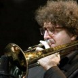 Lunedì 25 luglio, Piazzale Trieste, Terranuova Bracciolini (Ar). La formazione jazz forgiata dal noto trombonista. Con un ospite special. Ultimo concerto Valdarno Jazz Summer Festival. Ingresso libero
