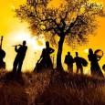 Sabato 17 dicembre, Centrum Sete Sóis Sete Luas. Danze e tradizioni sonore della Valle di Comino. Ma anche brani originali e atmosfere mediterranee. Ingresso gratuito